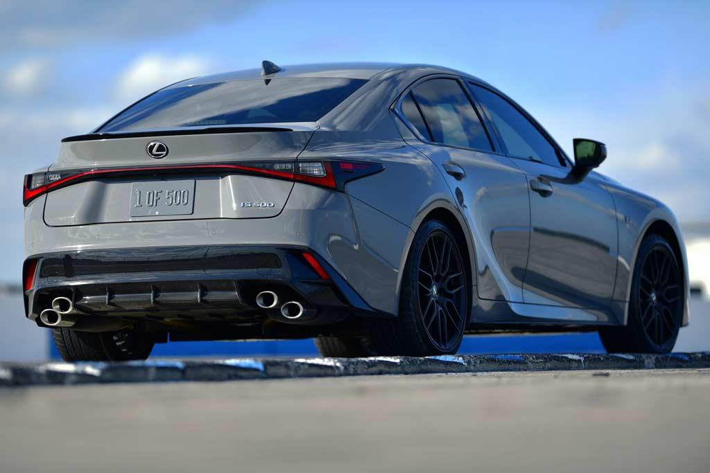 Топовый седан Lexus IS 500 F Sport обзавелся лимитированной версией Launch Edition