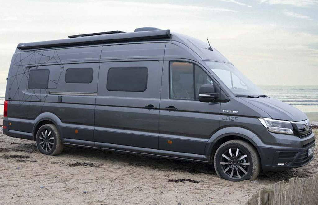 Обычный с виду фургон оказался просторным автодомом со всем необходимым внутри