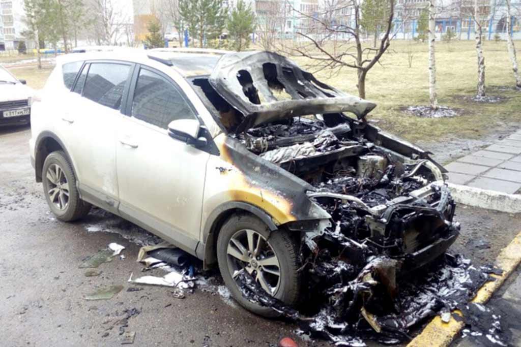Выявлено 11 случаев самовозгорания Toyota RAV4: под угрозой 1,8 млн машин