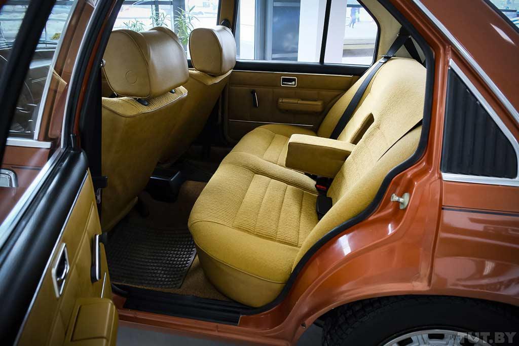 Среди гаражного хлама отыскался Opel Rekord E 1980 в отличном состоянии
