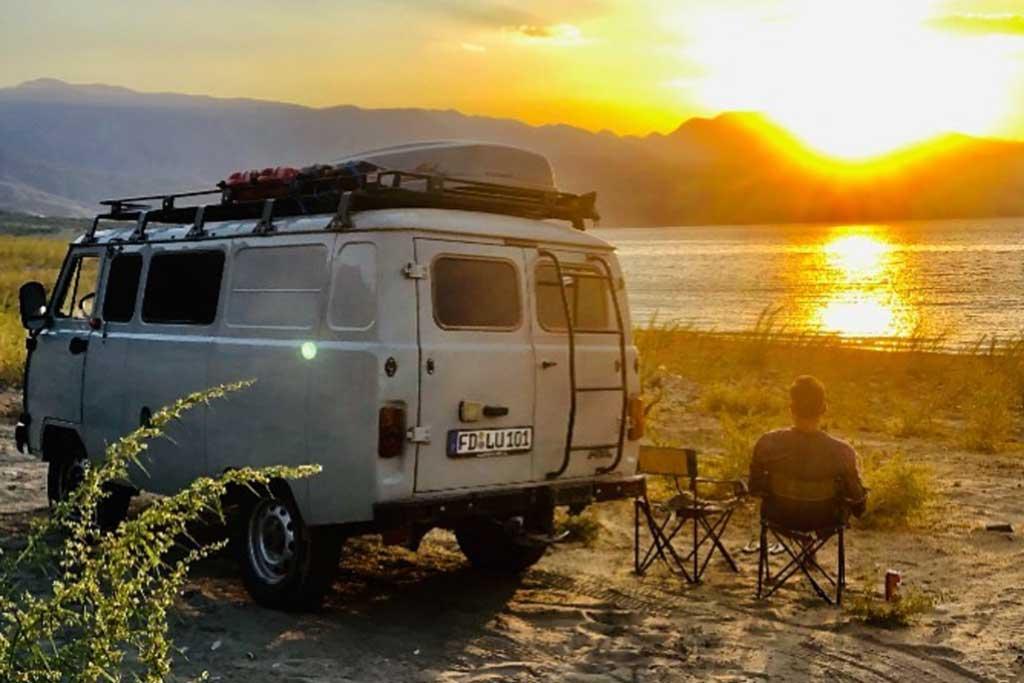 Немцы выбрали «Буханку» для путешествия: они проехали до Владивостока из Германии