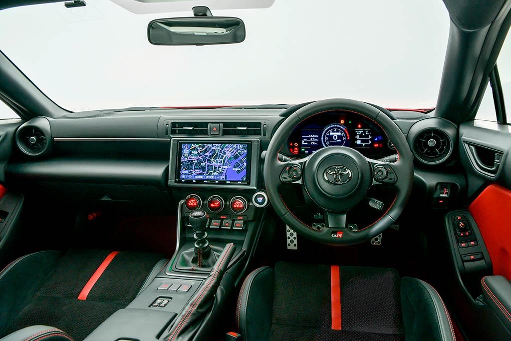 Новое спорткупе Toyota GR 86: драйверский характер и улучшенная динамика