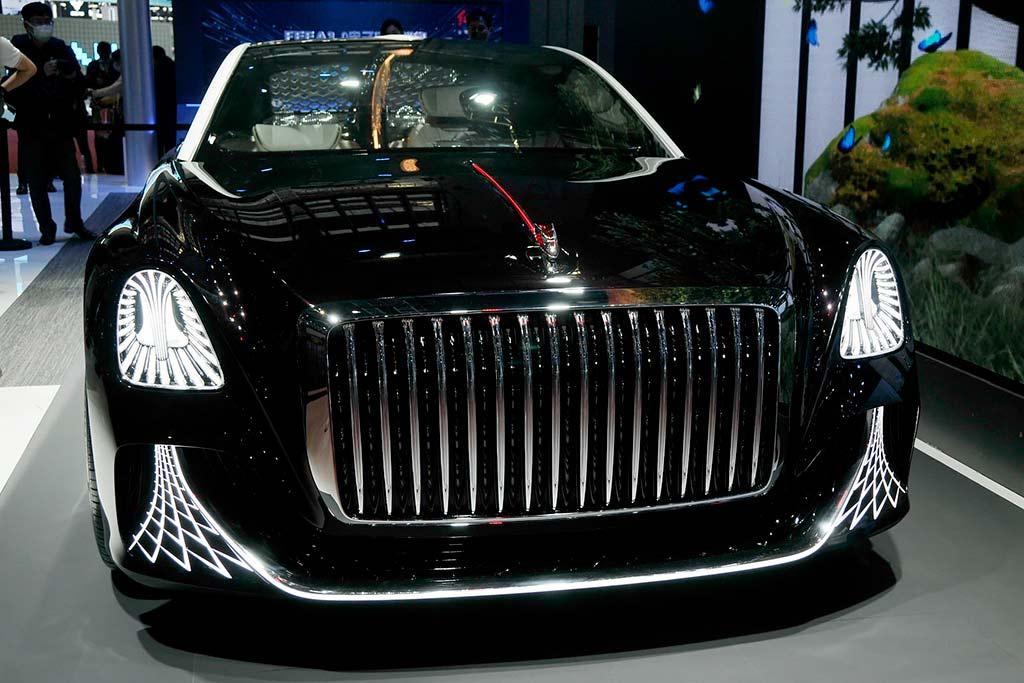 Роскошный седан Hongqi L-Concept удивил наличием люстры в салоне