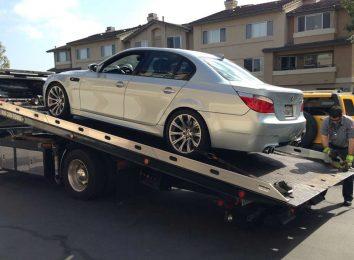 BMW на эвакуаторе