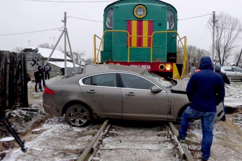 Штраф поднимут с 1 000 сразу до 5 000 рублей: не нарушайте на ж/д переезде