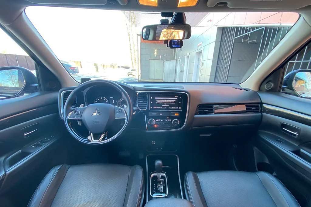 Машина не для высоких водителей: эмоции от нового Outlander 2020 после 6.000 км