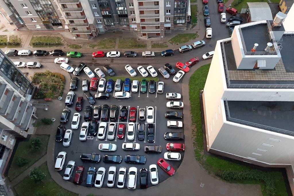 Верховный суд РФ запретил оставлять машины во дворах многоквартирных домов