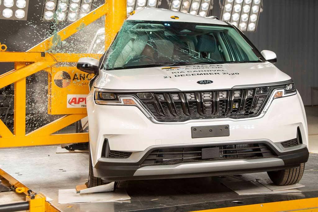 Безопасность нового минивена KIA Carnival 4 проверили серией краш-тестов
