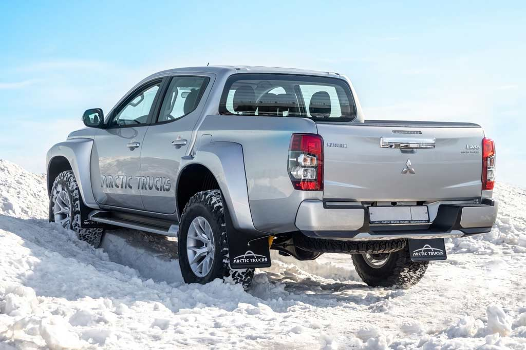 Фирма Arctic Trucks доработала обновленный пикап Mitsubishi L200