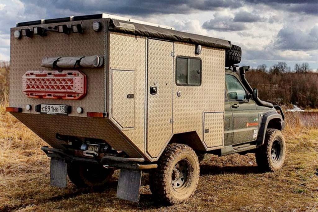 На базе бортового пикапа УАЗ Карго построили полноценный автодом