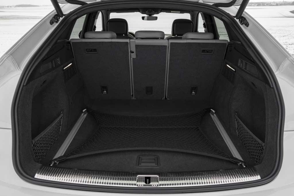 Купеобразный Audi Q5 Sportback добрался до России: озвучены цены