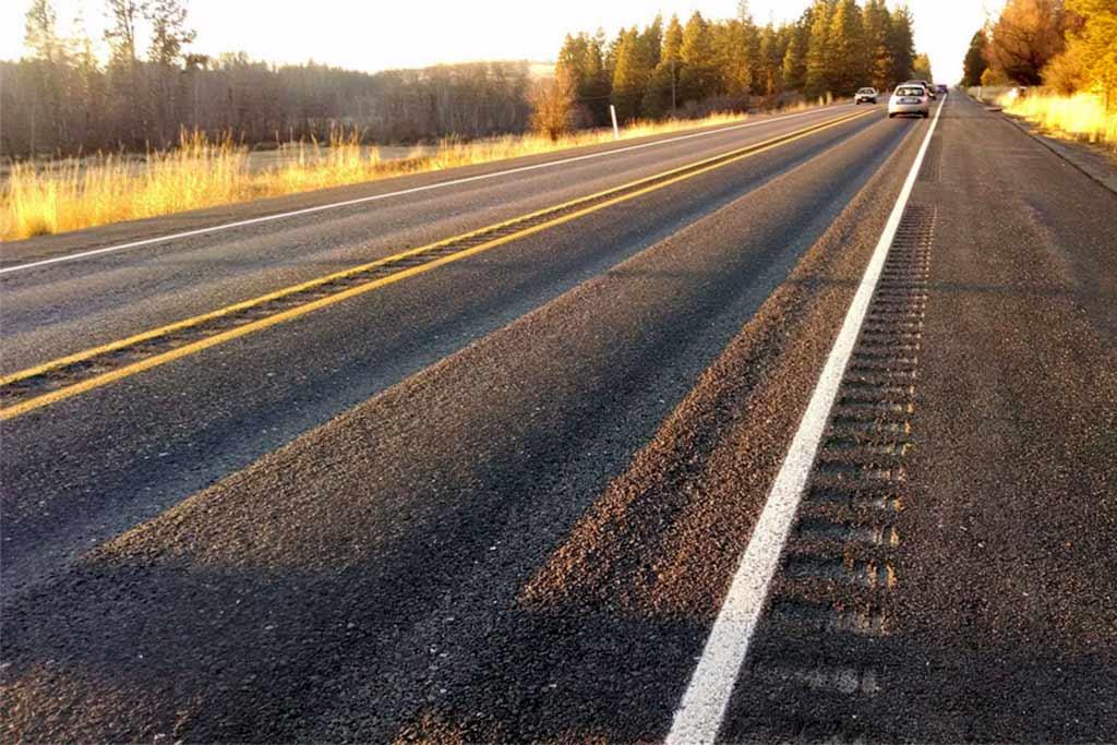 Дорожники требуют ввести штрафы за шипованные шины летом