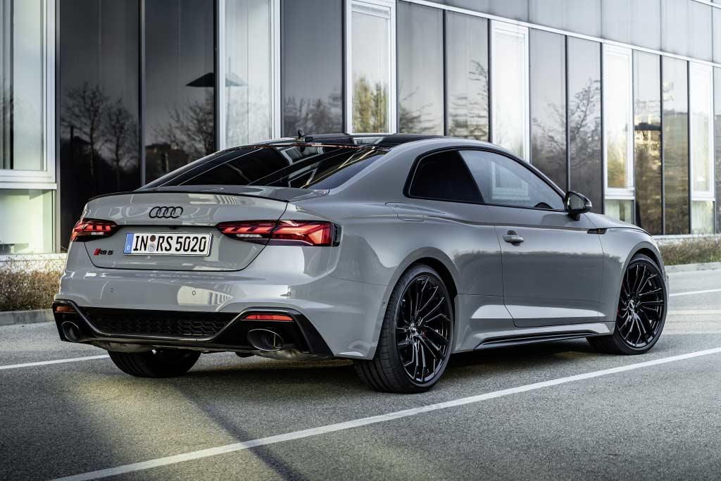Названы российские цены на Audi RS 4 Avant и модели RS 5